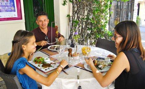 restaurant-terrasse-famille